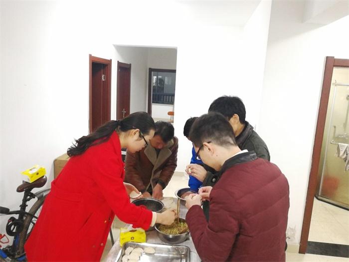 冬至包饺子1.jpg