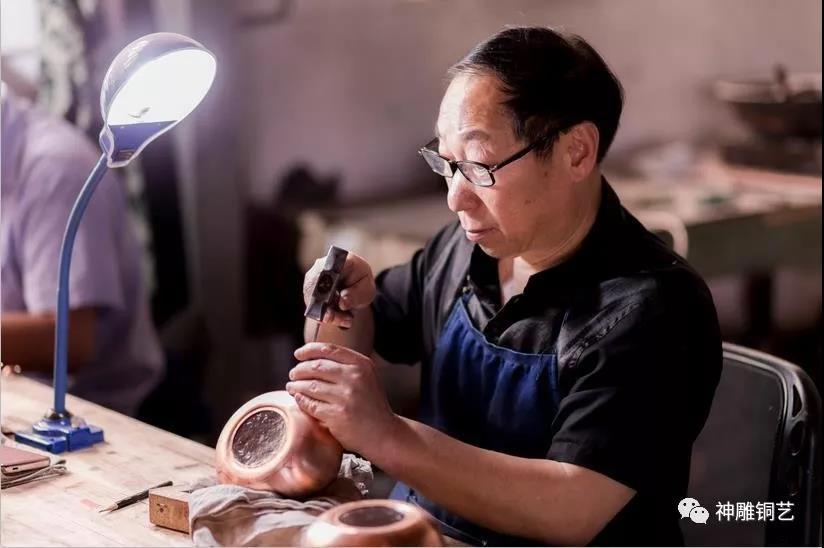 """永康有個銅藝世家,花了200余年打造了一塊名為""""匠心""""的招牌……"""