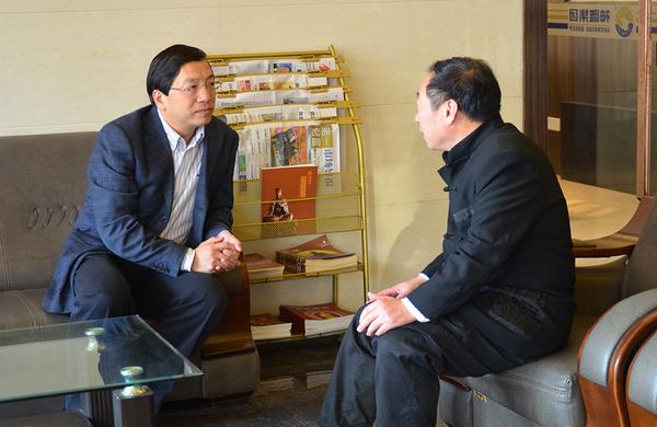 中共浙江省委宣傳部來穎杰副部長與程育全親切交談