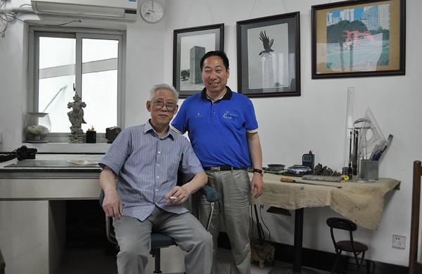 雕塑家胡錫乾與程育全合影