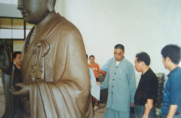西安大雁塔玄奘院住持增勤法師在神雕
