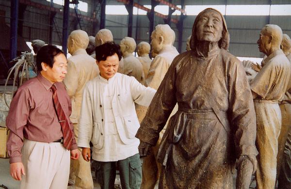 雕塑家龍翔與程育全討論雕塑藝術
