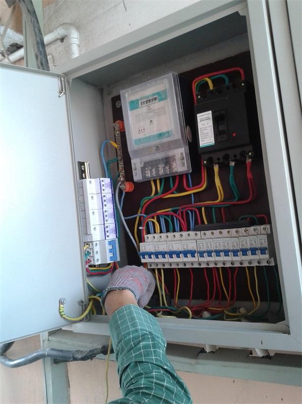 电源浪涌保护器