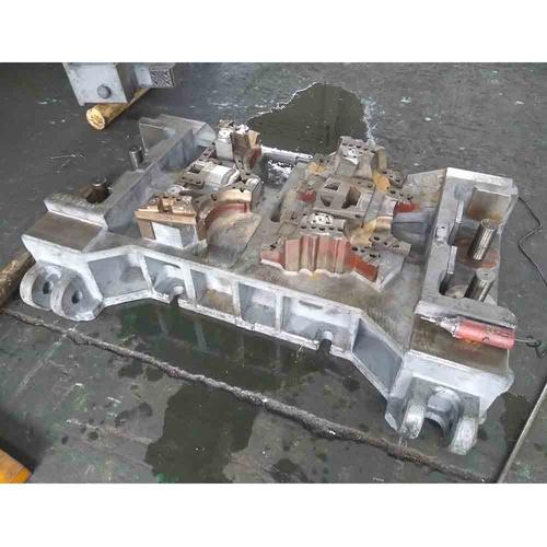 切边冲孔模具-左右舱边梁后段左连接板-下模