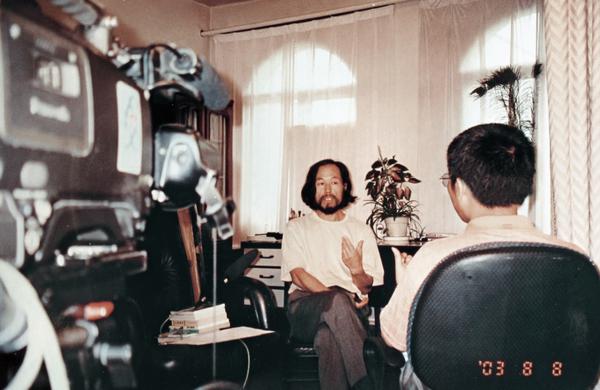 """中央电视2台录制专题片""""中国油画""""访谈"""