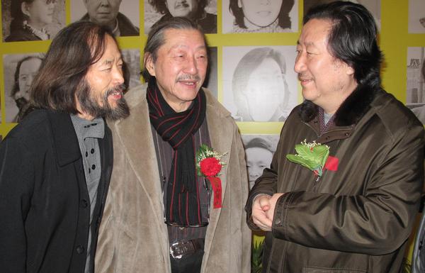 与老友袁云生在国家画院同院长杨晓阳先生愉快交谈