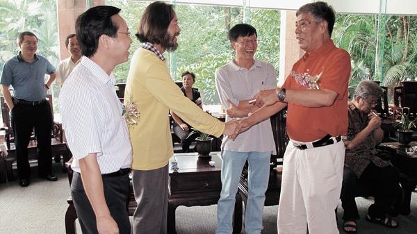 在广州与老友市委宣传副部长李哲夫、岭南画派纪念馆馆长陈永锵久别重逢