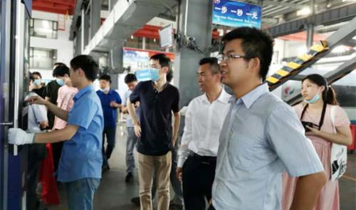 华中科技大学光电学院代表团一行到访奔腾激光
