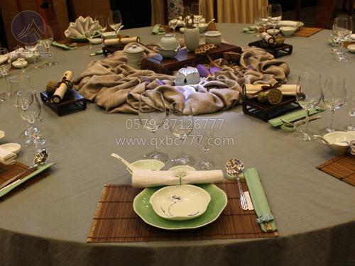世贸君澜中餐宴会摆台图片