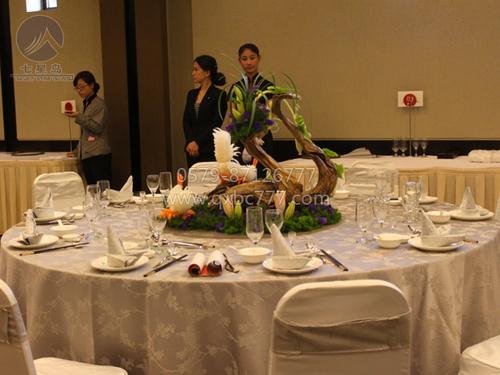 东阳世贸中餐宴会摆台图片