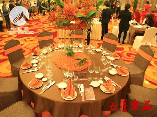 中餐宴会摆台-金秋硕果图片