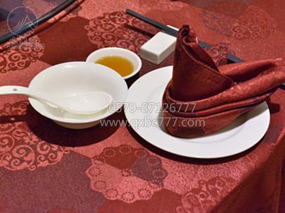 红色口布-2012东阳创意摆台展示 413