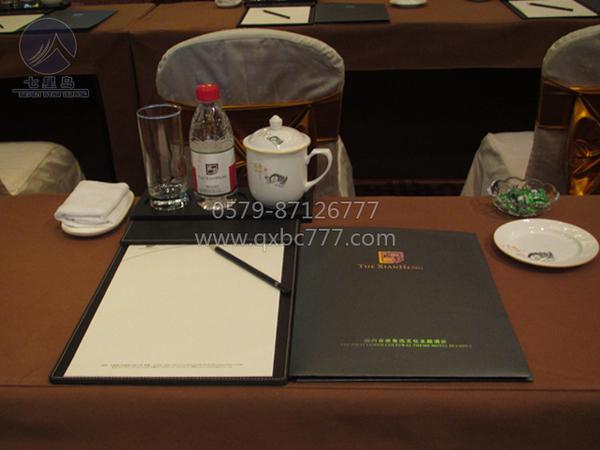 驼色台呢会议布置-QX-HZX002