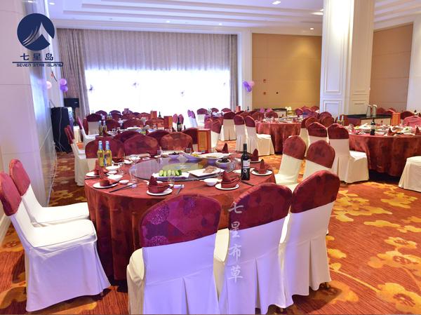紫红喜庆桌布-