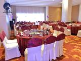 紫红喜庆桌布