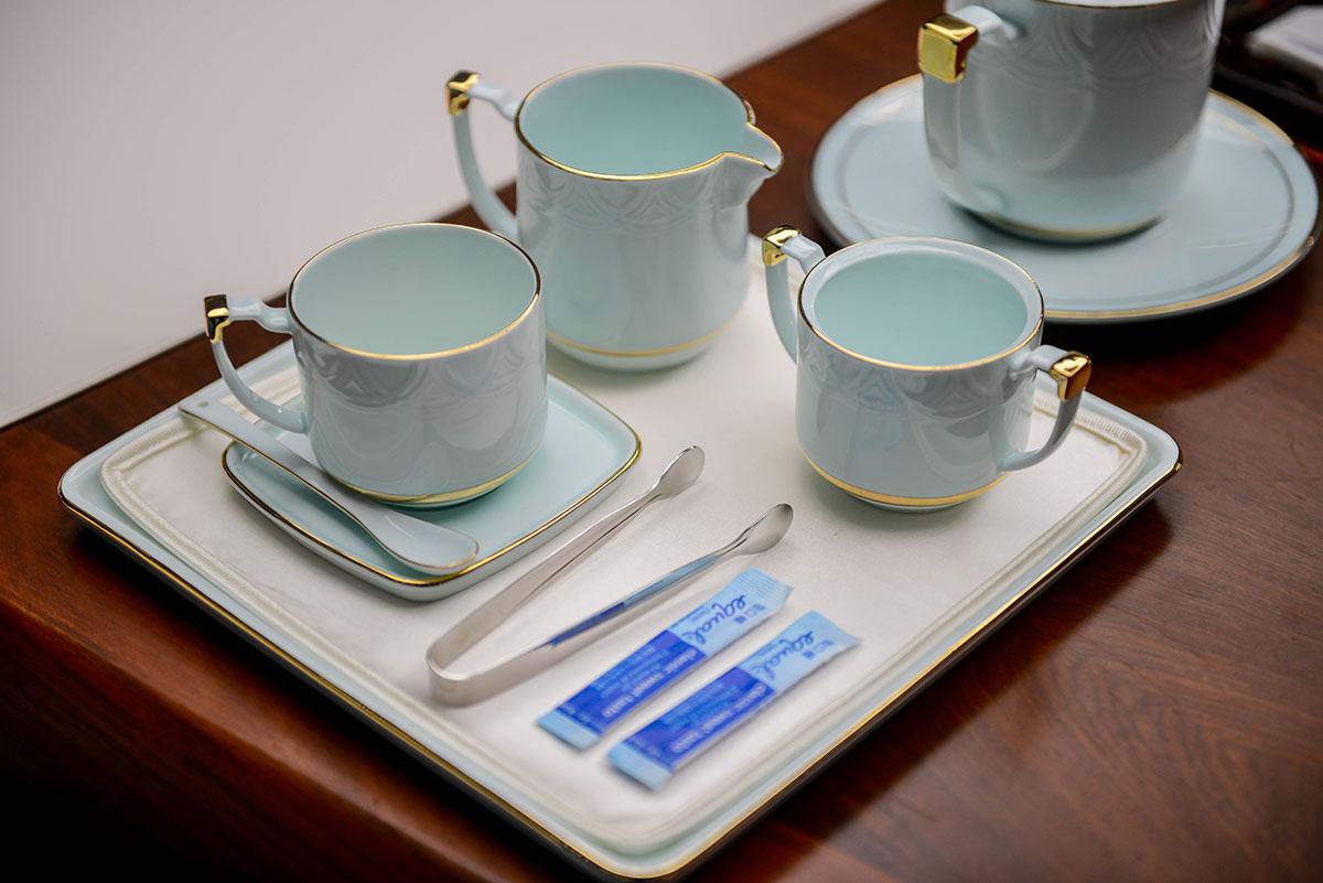 青岛上合匆匆上阵的仿真丝珍珠白咖啡杯垫