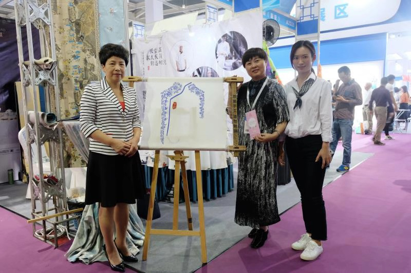 七星岛青花瓷刺绣展示