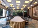 贡丝锦香槟金桌裙配双面缎牙白长方圆头桌布宴会主桌