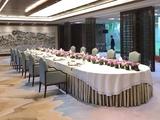 贡丝锦卡其色桌裙配双面缎本白绣印海浪花长方圆头桌布夫人宴桌布
