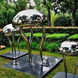 大型不锈钢雕塑制作前要考虑的问题和固定方法?
