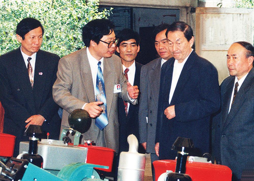 1995年朱镕基视察