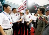 2013年浙江省副省長梁黎明來四方展位參觀