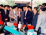 1995年中共中央政治局常委,國務院副總理 朱镕基視察浙江四方集團公司