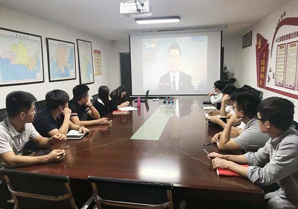 """三亚信投党支部组织收看海南省2018年第十一期""""两学一做""""电视夜校节目"""