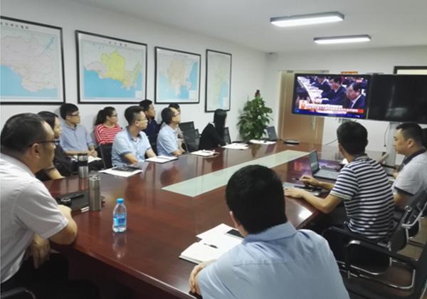 三亞信投組織收看習近平總書記在中共十九大上的報告