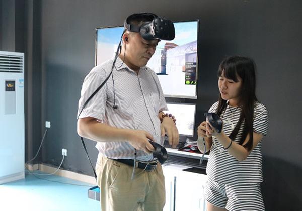 省文化產業考察小組一行赴信投公司考察VR項目