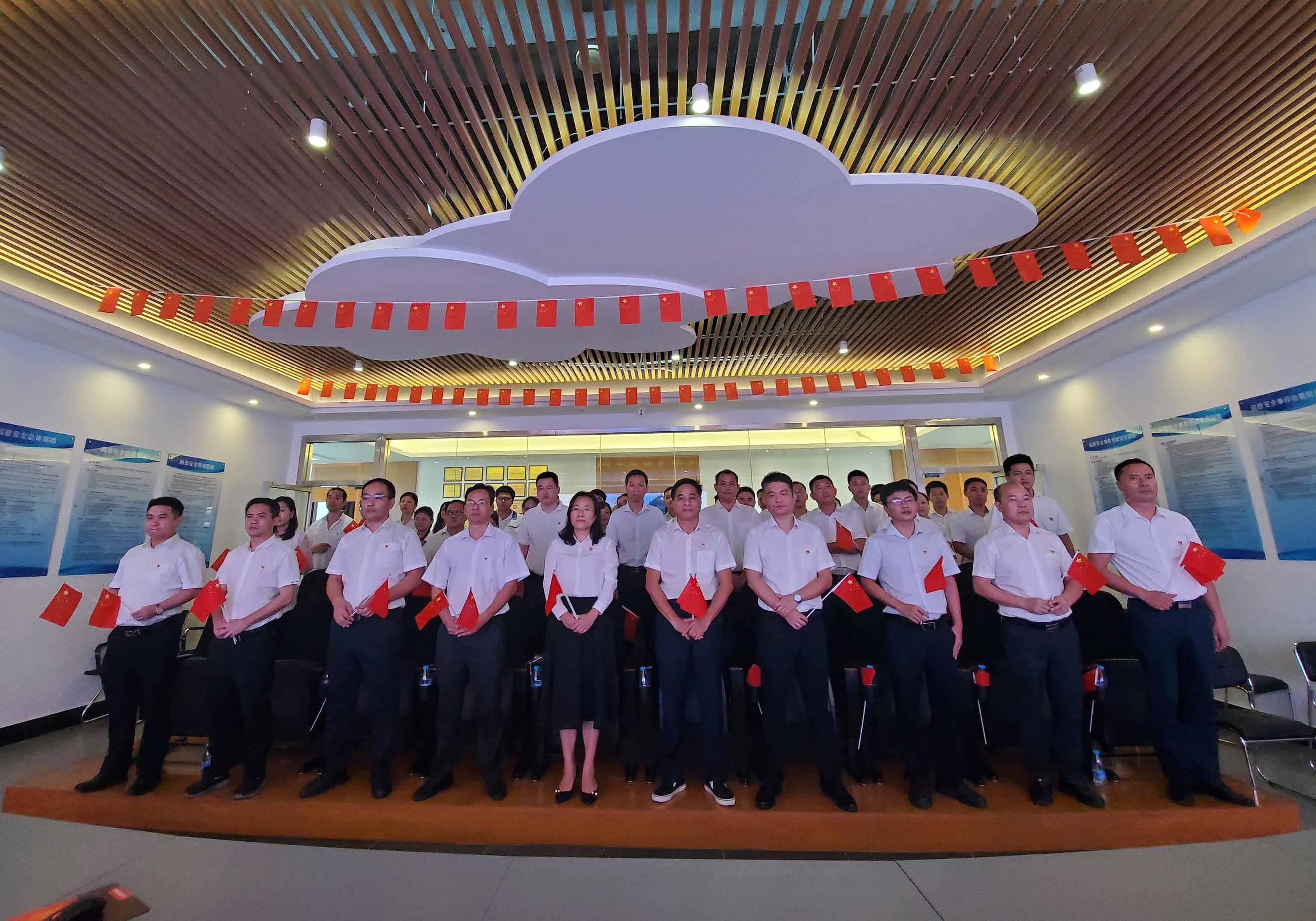 3.三亞市國資委、三亞科投集團集中觀看慶祝中華人民共和國成立70周年大會.jpg