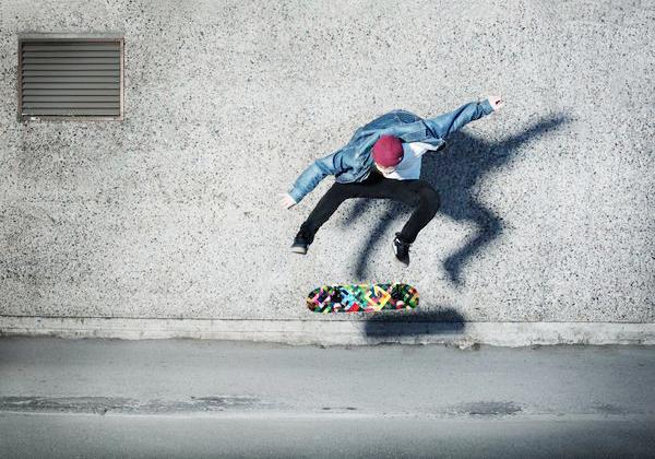 两轮滑板的玩法