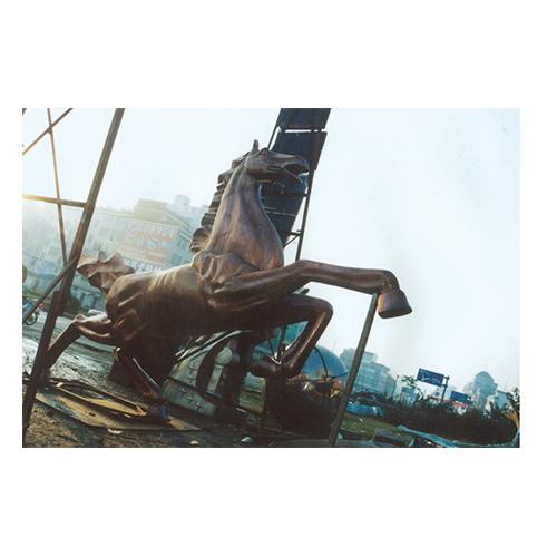 腾马    单位:内蒙古通辽市世纪广场定制