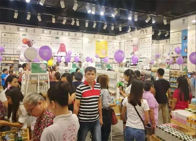 YOYOSO菲律宾Quezon店试营业超高人气,引爆快时尚购物狂潮!