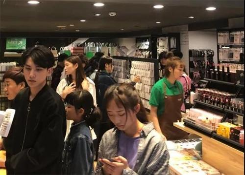 【YOYOSO韓尚優品】鄭州萬達店520用愛回饋顧客,活動業績翻番!