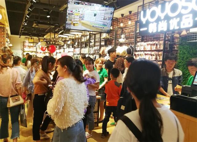 店铺选址策略,体现了品牌定位和对目标消费者认知的调整