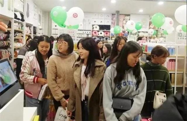 YOYOSO韩尚优品安宁经济管理学院店火爆开业2
