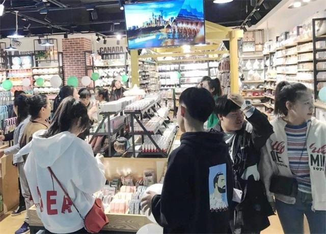 快时尚百货韩尚优品门店