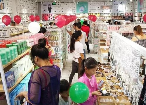 快時尚百貨店是小本創業嗎?
