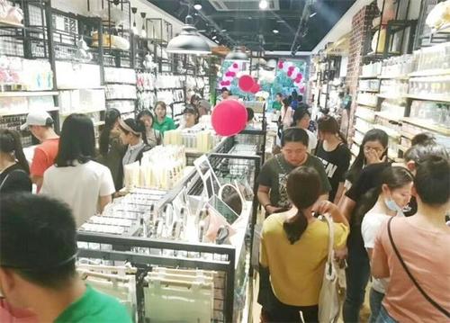 開家60平米左右的快時尚百貨店要多少錢?