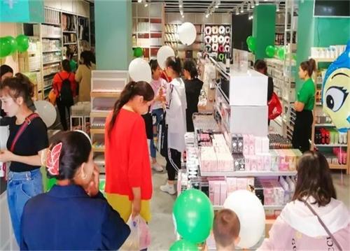 關于提升快時尚百貨店營業額的問題