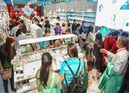商場開一家快時尚百貨店需要多少錢?