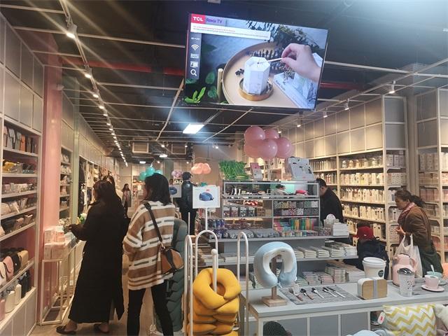 YOYOSO新店開業人吸引消費者