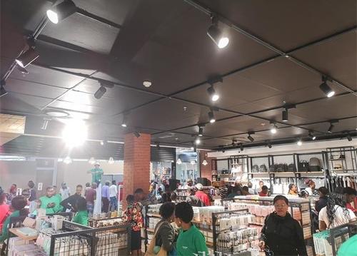 韓尚商學院:開一家快時尚百貨店,自己經營更好還是選擇加盟靠譜?