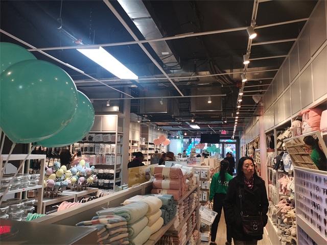 YOYOSO韓尚優品是美學生活設計師品牌從2014年成立發展至今,全球門店1000余家,遍布40多個國家,380多個城市