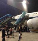 南航乘客回忆航班遭鸟击:闷响后发动机起火冒烟