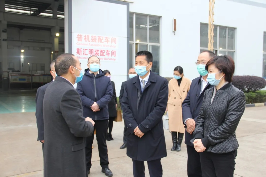 浙江省农信联社党委书记、理事长王小龙一行莅临LOL锯床调研!