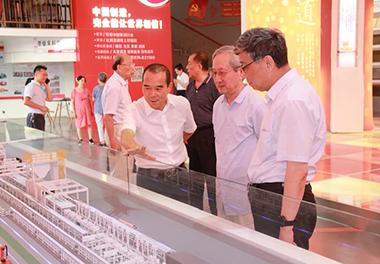 中国科学院南京分院院士戎嘉余一行莅临LOL锯床考察指导!