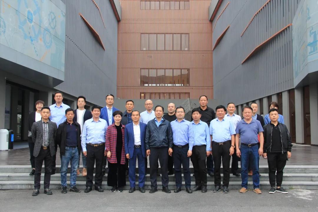 """缙云县锯床行业协会——宁波市奉化区气动工业协会""""山海协作""""正式签约。"""