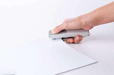 纸张打孔机使用方法